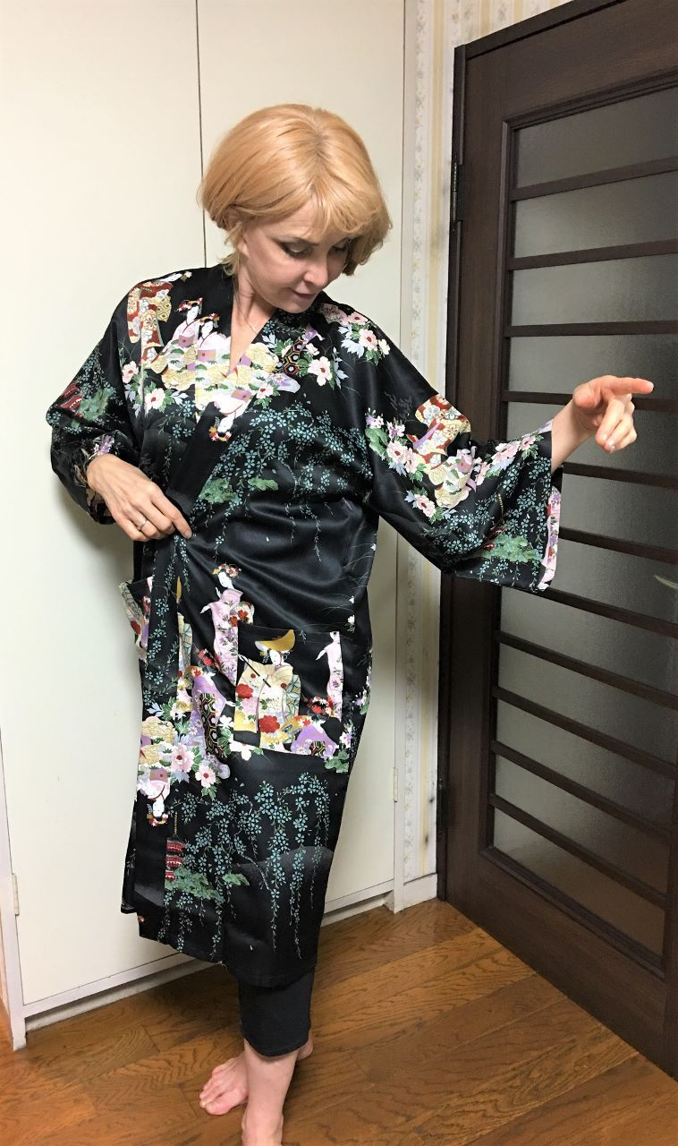 Many fascinating items are lined-up of our shop now !! We hope you will  find a nice gift on our site. En-Kimono Online ... 5de220217